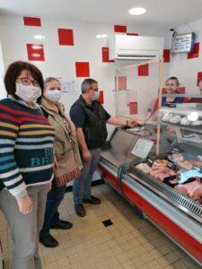 Distribution de masques fournis par la Région aux commerçants du Lude.