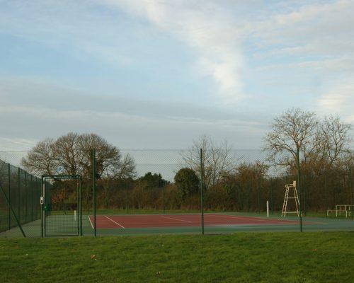 4 terrains de tennis extérieurs